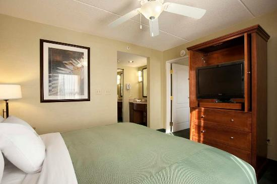 Homewood Suites Holyoke-Springfield/North: Suite Bedroom