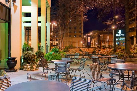 Hilton Knoxville : Hilton's Garden Patio