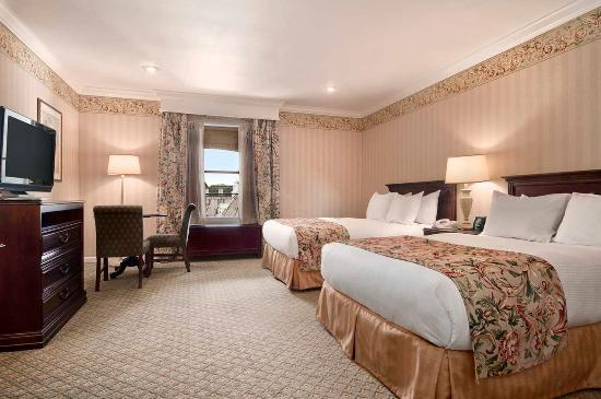 Hilton St. Louis Frontenac: Executive Level Guestroom