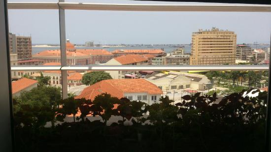 Vitruvio Restaurant: Uma vista linda da Ilha de Luanda...