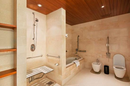 Hilton Kuwait Resort: Accessible Room