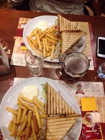 San Giovanni la Punta, Ιταλία: Club sandwich , molto buono