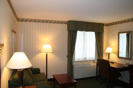 Littleton, NH: Deluxe King Room