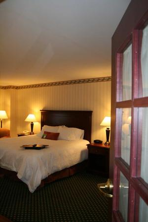 Littleton, NH: Luxury Whirlpool Suite