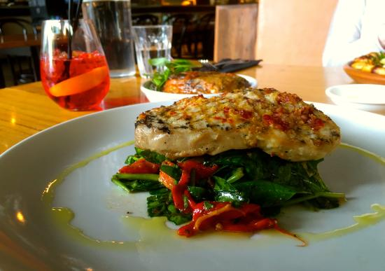 Richmond, Avustralya: My delicious grilled swordfish on a bed of wilted spinach ...