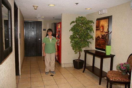 Sulphur, LA: Housekeeping Staff