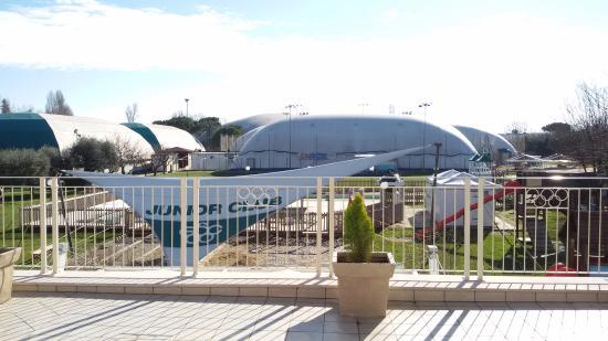 Garden Sporting Center : tendoni che ricoprono i campi da tennis, calcetto, beach volley