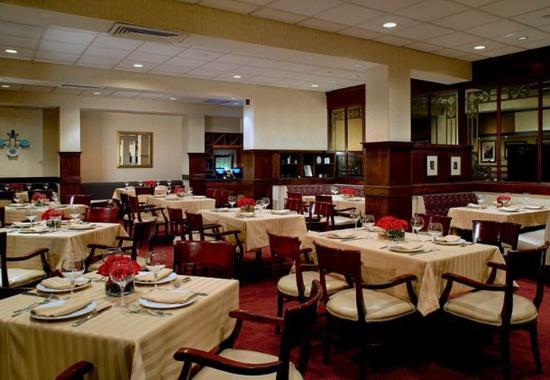 Ηστ Έλμχερστ, Νέα Υόρκη: Steinway Restaurant