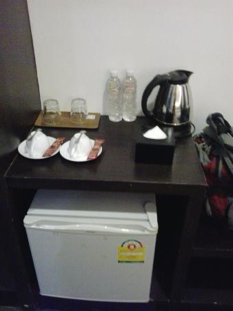 Sisophon, Kambodsja: Coffee and fridge.