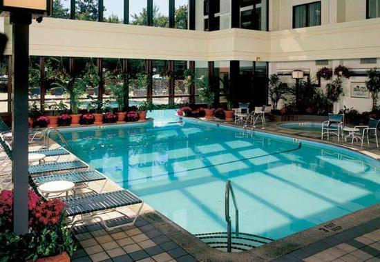 Park Ridge, NJ: Indoor/ Outdoor Pool