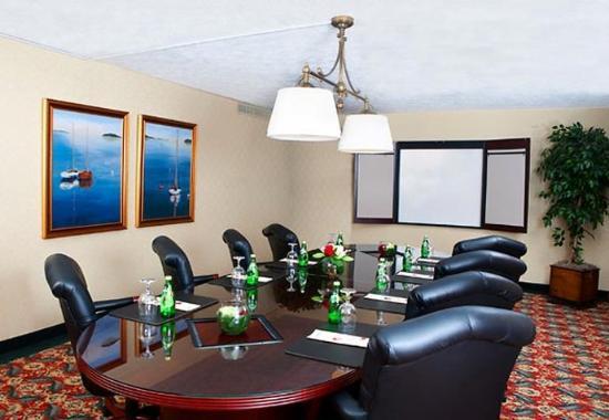 Саут-Портленд, Мэн: Cape Elizabeth Boardroom