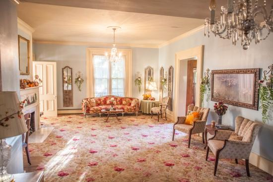 Independence, MO: Morning in the Grand Parlor