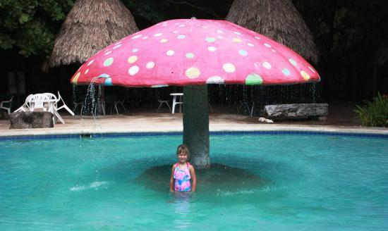 District de Belize, Belize : kids swimming