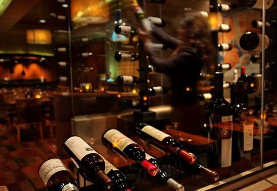 Groton, CT: Octagon Wine Room