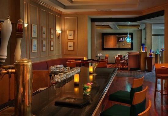 Groton, CT: Octagon Bar & Lounge