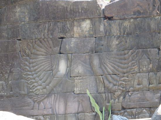 Banteay Meanchey Province, Cambodja: Figure with 22 arms, west wall