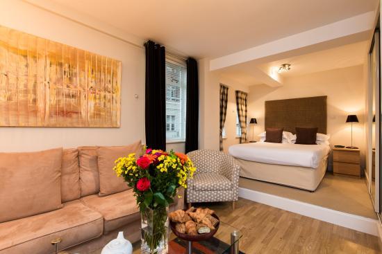 Nell Gwynn House Apartments: Modern style standard style