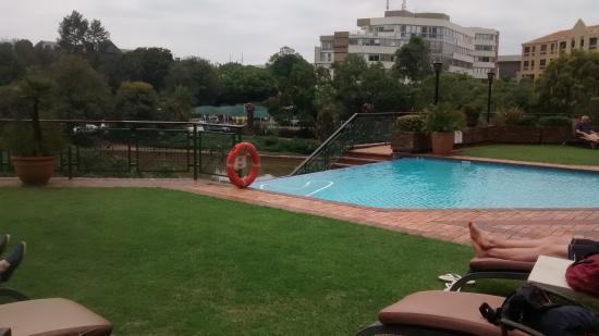 เซนตูเรียน, แอฟริกาใต้: Small infinity pool