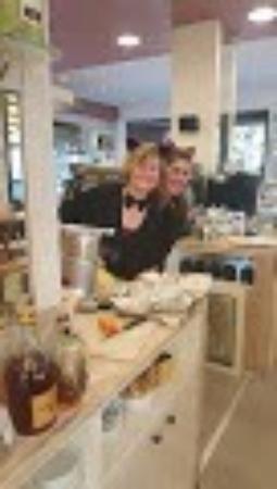 Noventa Padovana, Italie : Anche alla Pasticceria Novello è arrivato il giovedì grasso.....mmmmm che buone le frittelle rip