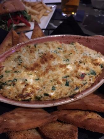 Mars, PA: Cheesy Crab Dip and Awesome Pitas