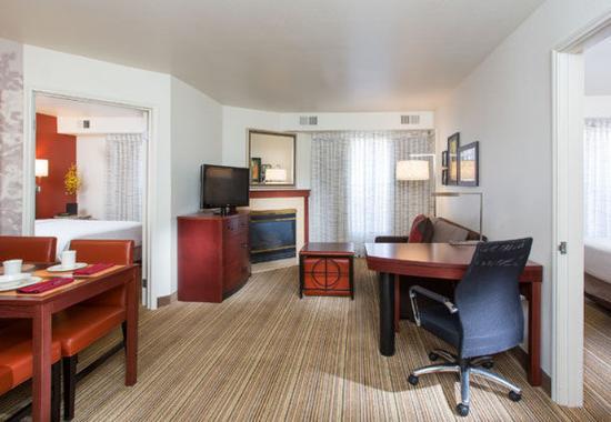 Peoria, AZ: Two-Bedroom Suite