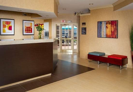 Residence Inn Raleigh Cary: Front Desk
