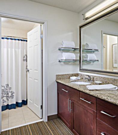 Rancho Cordova, Kaliforniya: Suite Bathroom