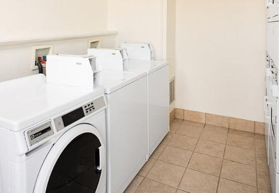 Madison Heights, MI: Guest Laundry Facilities