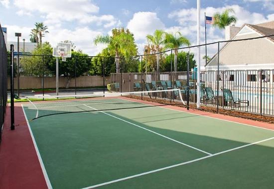 Placentia, CA: Sport Court