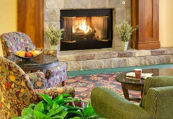 Henrietta, NY: Lobby Lounge