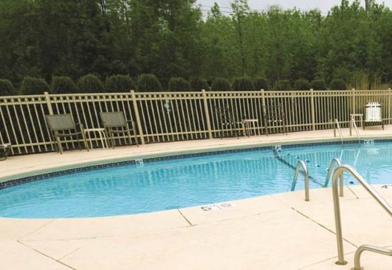 Henrietta, estado de Nueva York: Outdoor Pool