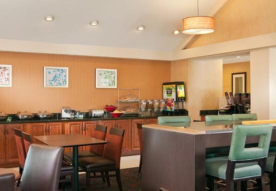 Ίρβινγκ, Τέξας: Breakfast Buffet & Communal Table