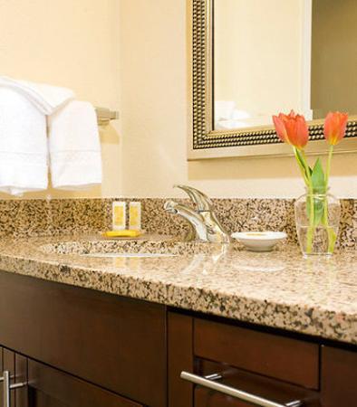Residence Inn Bakersfield: Guest Bathroom