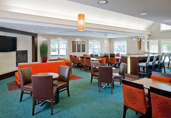 Norwood, MA: Breakfast Dining Area