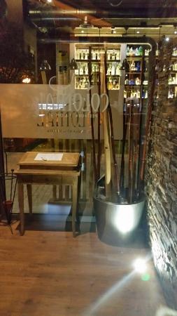 Colonial Restaurant & drinks : La entrada