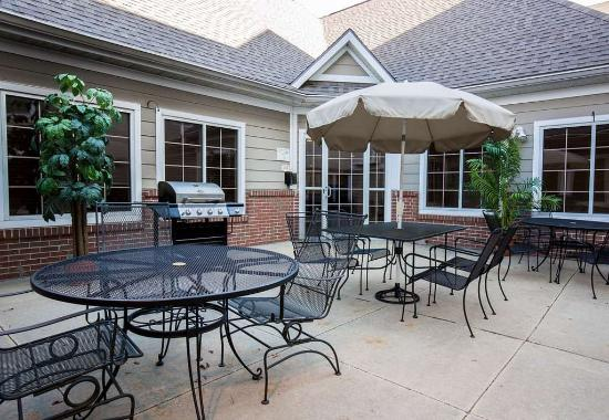 Independence, MO: Outdoor Patio