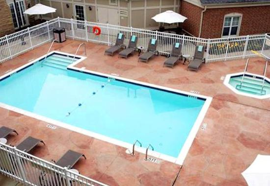 Mentor, OH: Outdoor Pool