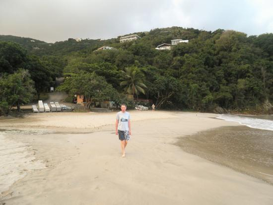 Icis Villas : Quiet beach before the cruise liners guests arrive but they leave soon after lunch!