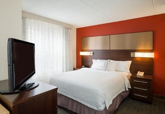 Residence Inn Boston Framingham: Studio Suite – Sleeping Area