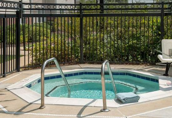 Silver Spring, MD: Outdoor Whirlpool