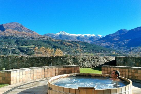 Embrun, Francja: le spa est doté d'un jacuzzi à 38 ° en exterieur . c'est formidable