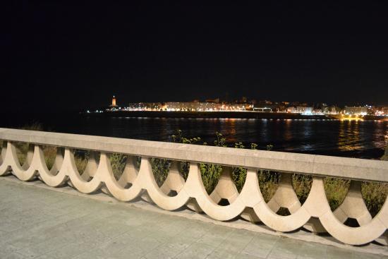 caminhada pela noite em frente ao hotel picture of cristal 2 hotel rh tripadvisor com