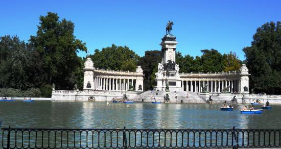 Lago del parque del retiro en madrid espa a foto de for Parque del retiro barcas