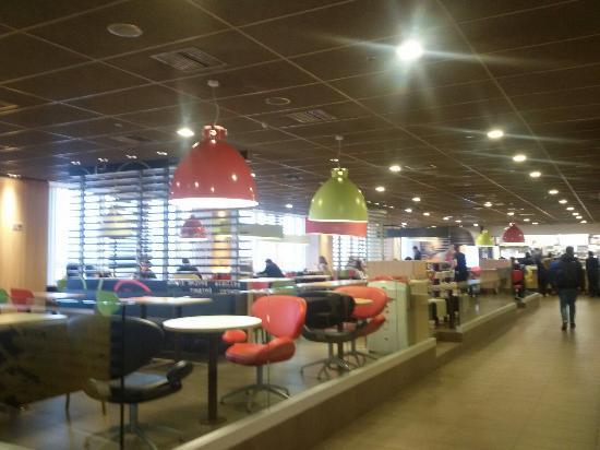 Spata, Yunanistan: McDonald's (Athens airport)