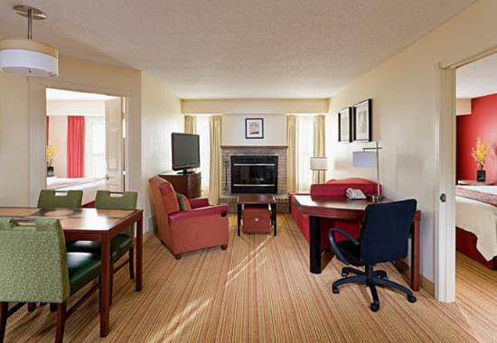 Peoria, IL: Two-Bedroom Suite