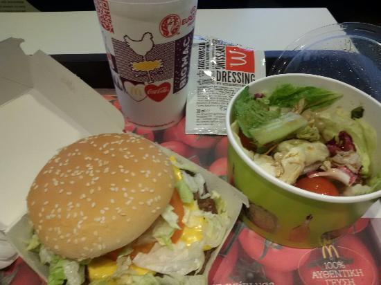 Spata, Yunanistan: McDonald's / McRoyal (Athens airport)