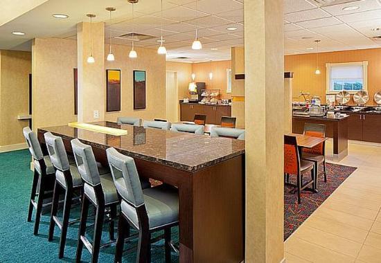 North Dartmouth, MA: Breakfast Seating Area