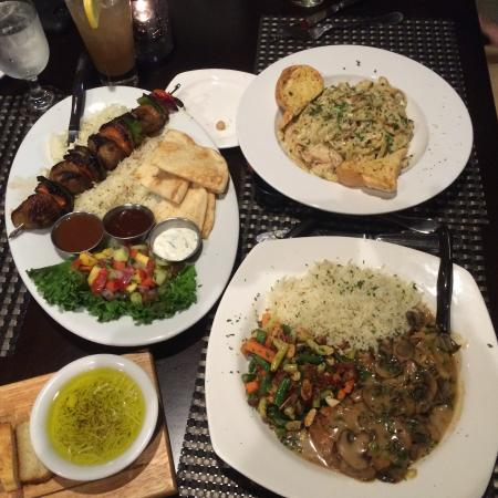 Olean, État de New York : Great meal! Chicken alfredo, chicken Marsala , Lamb Kabob. Bread,greek salad