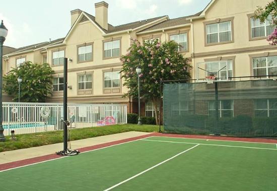 Huntersville, NC: Sports Court