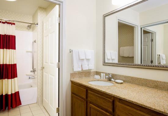 Bloomingdale, IL: Guest Bathroom